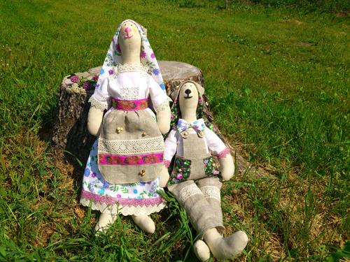 Пара зайцев на травке