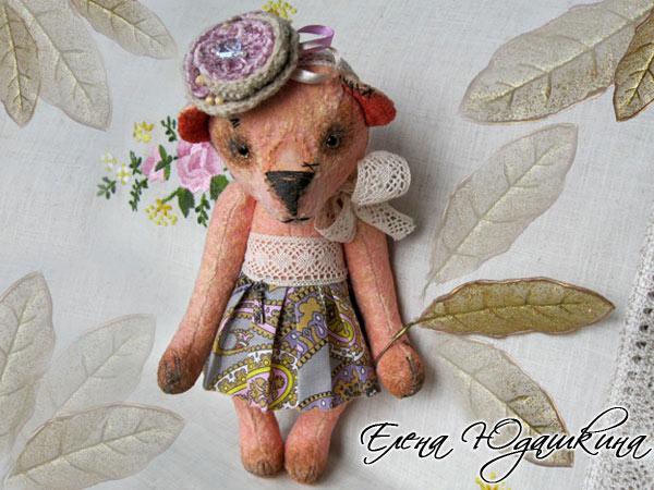 Розовая мишка с листиком